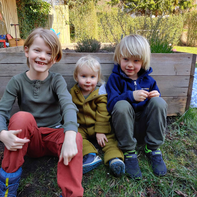 Drenge i haven